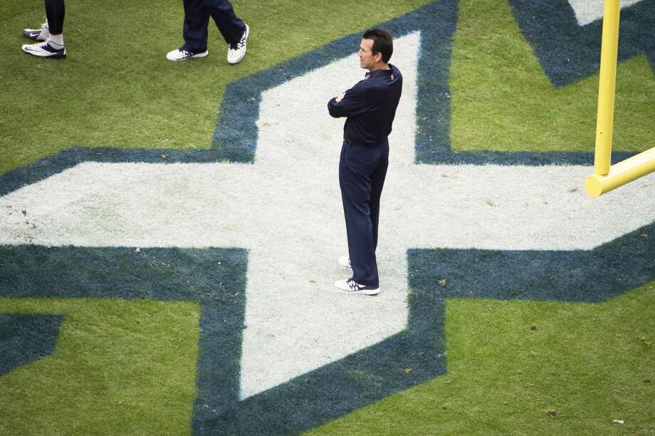 Texans head coach Gary Kubiak watches his team warm up before facing the Raiders. Photo: Smiley N. Pool, Houston Chronicle