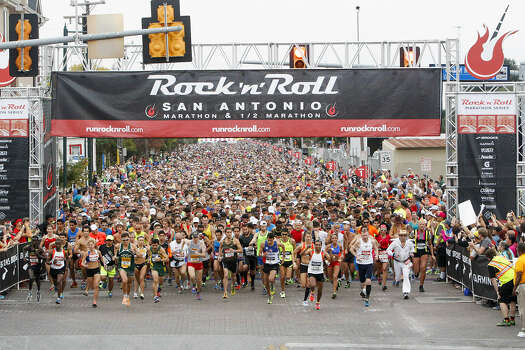 Runners leave the starting line of a race that featured unseasonably warm, humid conditions. Photo: Marvin Pfeiffer / San Antonio Express-News