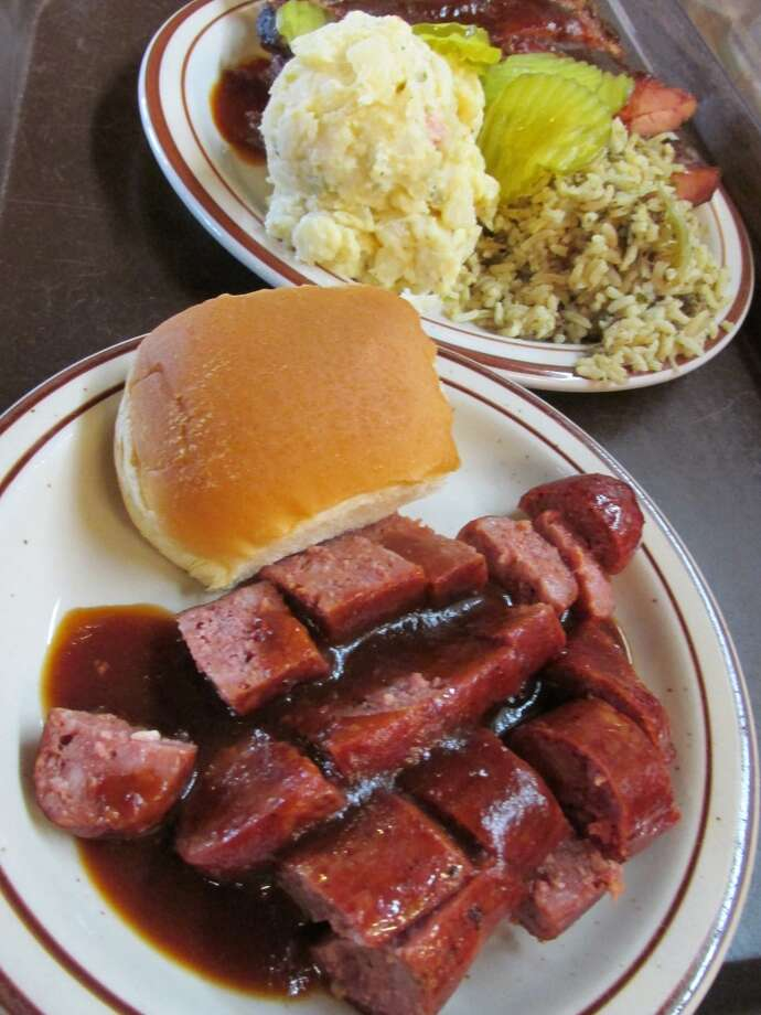 JB's Barbecue rib plate with a side of links. Photo: Cat5
