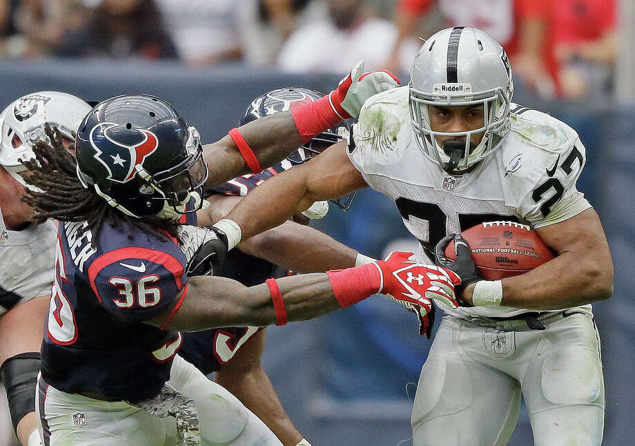 Oakland Raiders' Rashad Jennings breaks away from Houston Texans' D.J. Swearinger (36) for an 80-yard touchdown run during the second half of an NFL football game Sunday, Nov. 17, 2013, in Houston. Photo: Tony Gutierrez, ASSOCIATED PRESS / AP2013