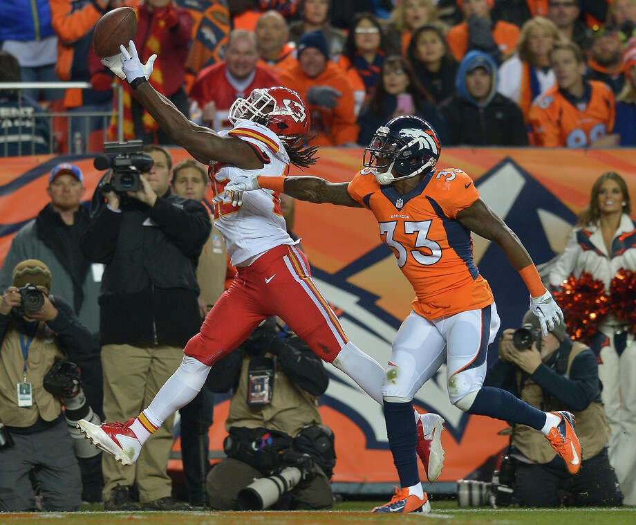 Kansas City Chiefs running back Jamaal Charles (25) can't come up with a pass as Denver Broncos strong safety Duke Ihenacho (33) in the second quarter of an NFL football game, Sunday, Nov. 17, 2013, in Denver. Photo: Jack Dempsey, AP / FR42408 AP