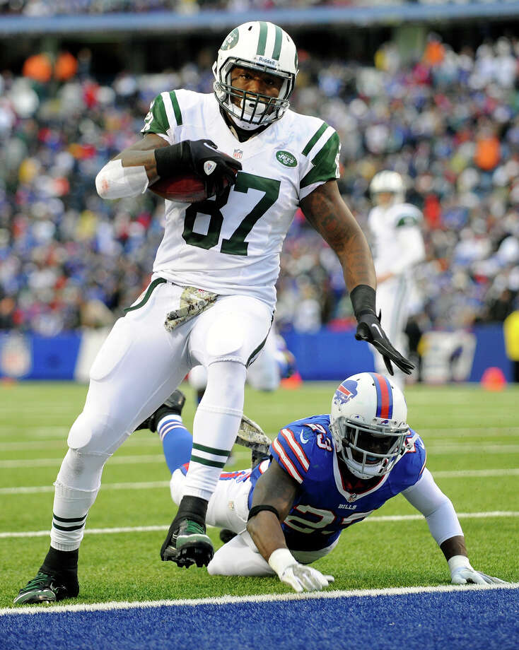 New York Jets tight end Jeff Cumberland (87) scores a touchdown in front of Buffalo Bills free safety Aaron Williams (23) during the second half of an NFL football game on Sunday, Nov. 17, 2013, in Orchard Park, N.Y. Photo: Gary Wiepert, ASSOCIATED PRESS / A2011