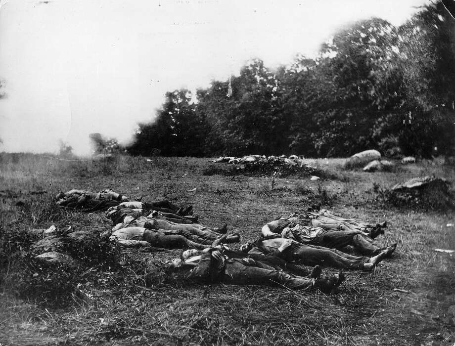 Corpses lying on the battlefield at Gettysburg in Pennsylvania, after the bloodiest battle of America's Civil war. Photo: Keystone, Getty Images / Hulton Archive