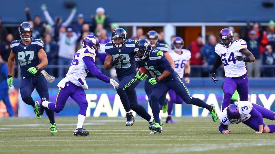Seattle Seahawks player Percy Harvin gains yardage on a punt return against the Minnesota Vikings. Photo: JOSHUA TRUJILLO, SEATTLEPI.COM