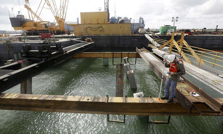Construction of the NuStar Oil docking pier is under way in Port Corpus Christi, Texas. Photo: Bob Owen, Associated Press