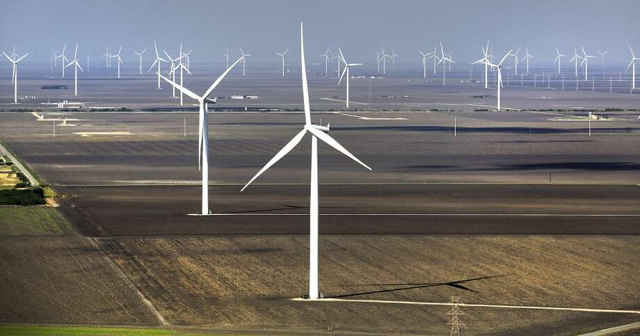 Wind turbines operate in the Papalote Creek Wind Farm near Taft, TX. Photo: Bob Owen, San Antonio Express-News