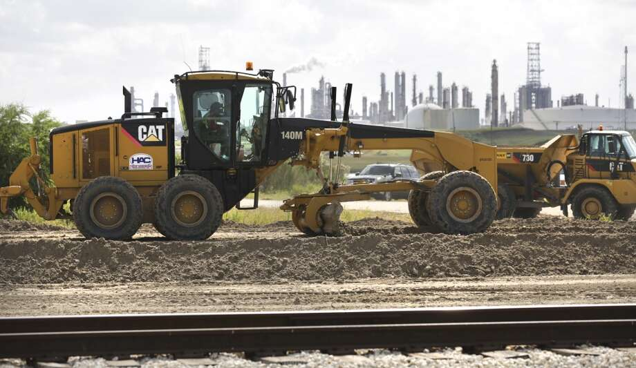 Construction work is underway at the site of Nueces River Rail Yard, which will tie into Port Corpus Christi. Photo: Bob Owen, San Antonio Express-News