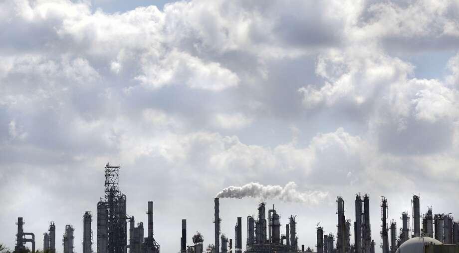 A refinery operates near Port Corpus Christi. Photo: Bob Owen, San Antonio Express-News