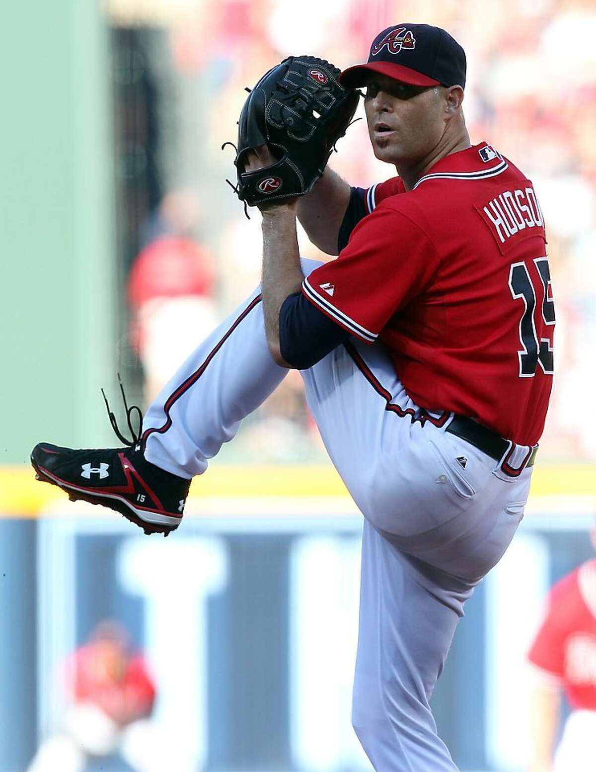 101010 Atlanta - Atlanta Braves pitcher Tim Hudson delivers a pitch against the San Francisco Giants during 1st inning action in game 3 of the NLDS at Turner Field in Atlanta on Sunday, Oct. 10, 2010. Curtis Compton ccompton@ajc.com