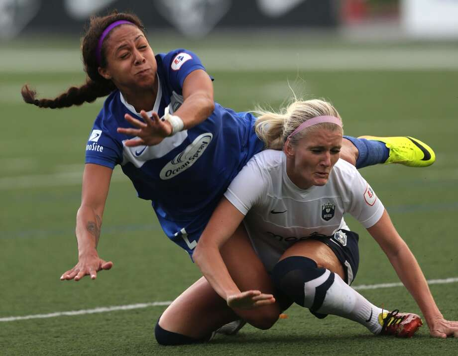SOMERVILLE, MA - JUNE 26: Boston Breakers Forward Sydney Leroux (#2), battles Seattle Reign Midfielder Kaylyn Kyle (#6) during a game at Dilboy Stadium in Somerville. (Photo by Barry Chin/The Boston Globe via Getty Images) Photo: Boston Globe Via Getty Images