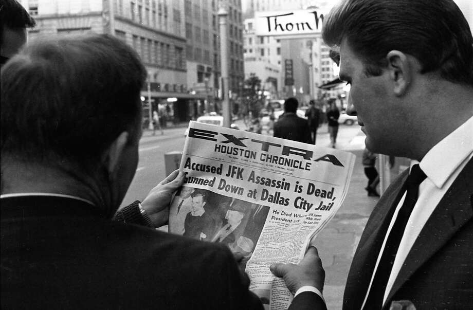 Houstonians read an extra edition of the Houston Chronicle published following the death of Lee Harvey Oswald, Nov. 24, 1963. Photo: Houston Chronicle / Houston Chronicle