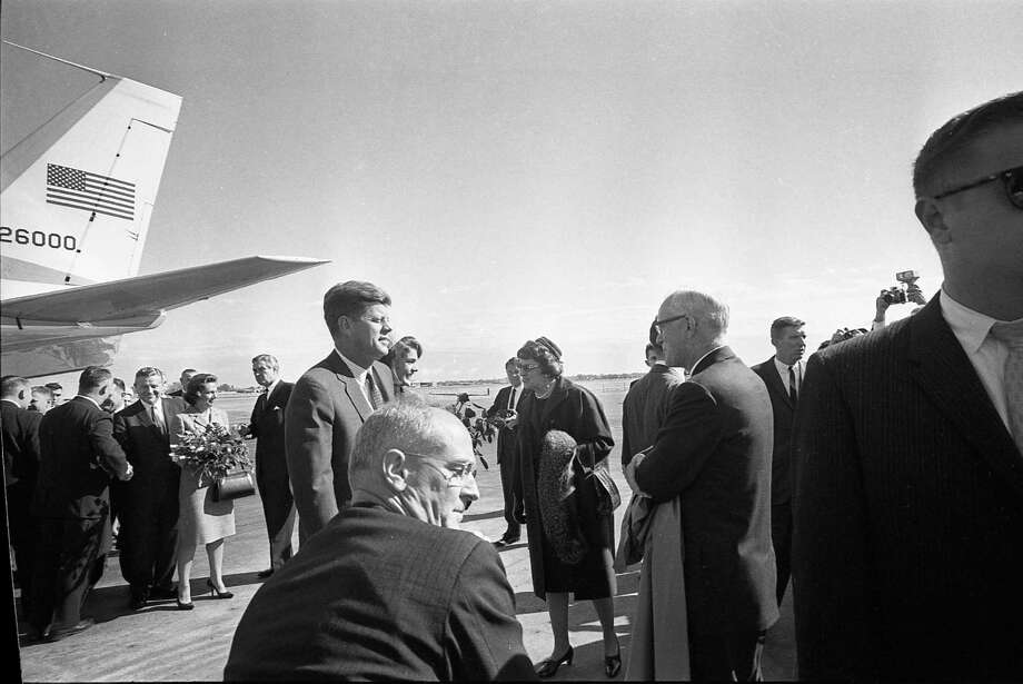 President John F. Kennedy and first lady Jacqueline Kennedy arrive at Love Field. Photo: Houston Chronicle / Houston Chronicle