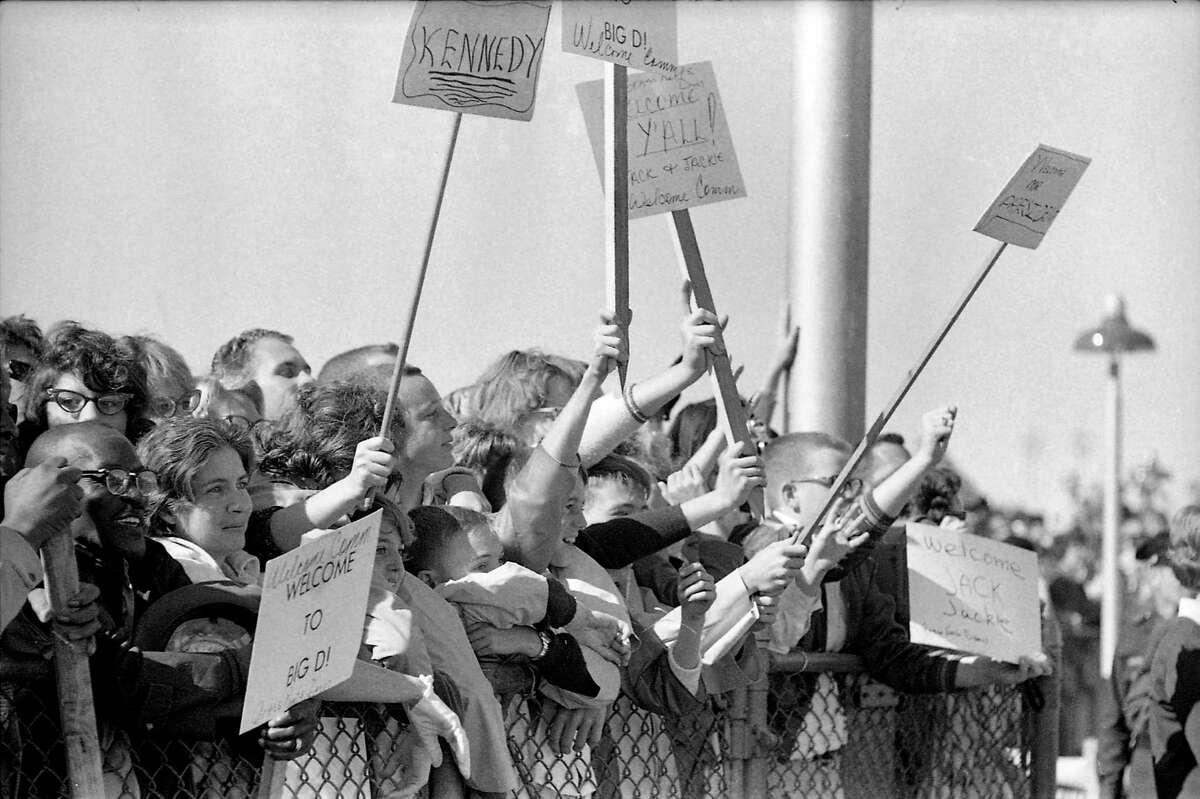 Crowds at Love Field.
