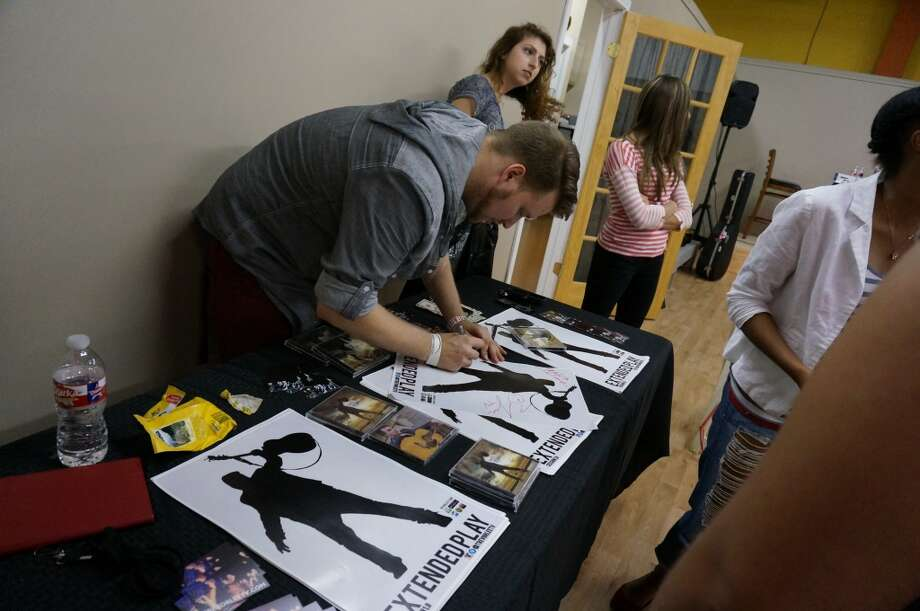 Trevor Lee signed autographs for fans after the show. Photo: Sketch The Journalist, 2013