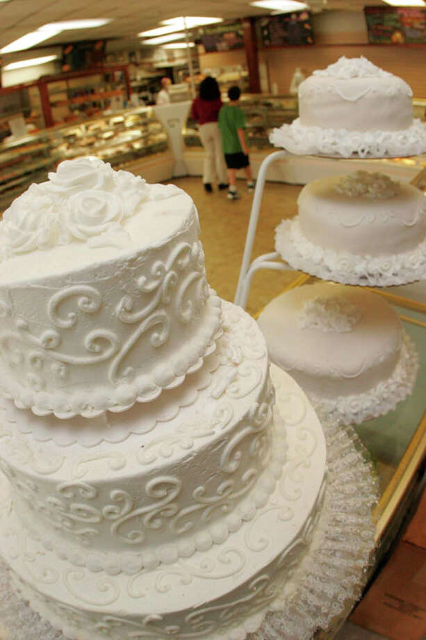 Three Brothers Bakery are known for their wedding cakes. Photo: Bill Olive, For The Chronicle / Bill Olive-2005