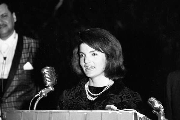 11/21/1963 - First Lady Jacqueline Kennedy addresses Houston's League of United Latin American Citizens with a short speech in Spanish. President Kennedy and the First Lady made a surprise visit and brief impromptu speeches at LULAC s gala in the ballroom at the Rice Hotel.