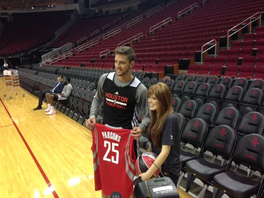 Rockets forward Chandler Parsons poses with Carly Wright. Photo: Jenny Dial Creech, Houston Chronicle