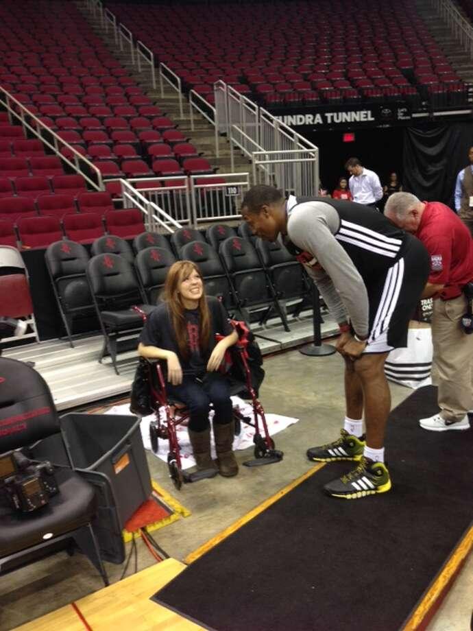 Rockets center Dwight Howard speaks with Carly Wright. Photo: Jenny Dial Creech, Houston Chronicle