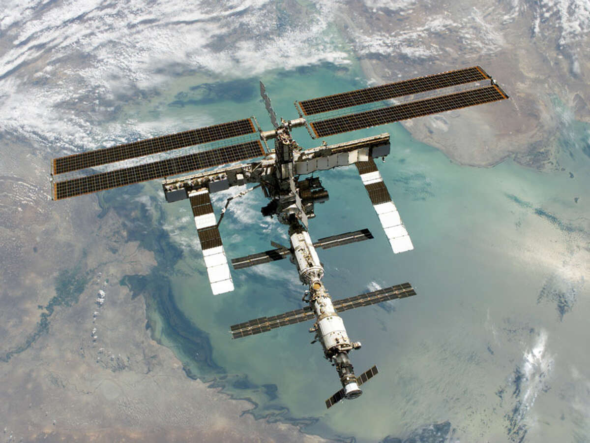 Life aboard theInternational Space Station The International Space Station was launched in November 1998, and the first crew arrived on Nov. 2, 2000. People have lived on the space station ever since. Here are some great photos inside and outside the largest artificial body in Earth's orbit...
