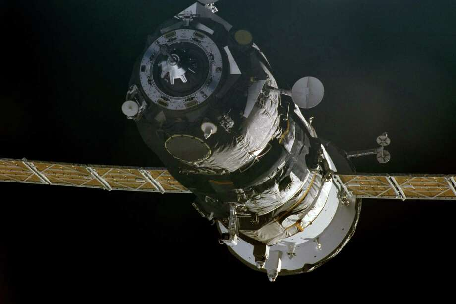 November 18, 2000 — A Progress supply ship linked up to the orbiting International Space Station (ISS) at 3:48 GMT, November 18, bringing Expedition One commander William M. Shepherd, pilot Yuri P. Gidzenko and flight engineer Sergei K. Krikalev two tons of food, clothing, hardware and holiday gifts from their families. The photograph was taken with a 35mm camera and the film was later handed over to the STS-97 crew members for return to Earth and subsequent processing. Photo: NASA