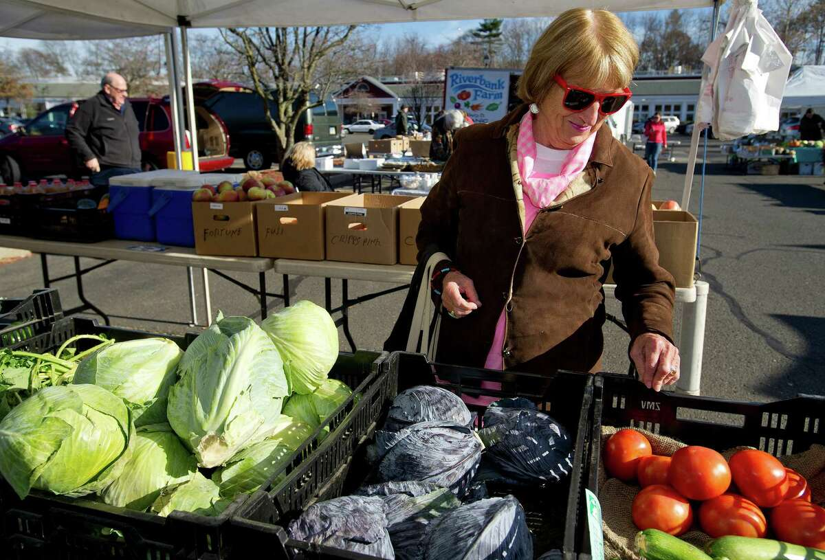 Darien Farmers Market Wednesdays 11:00 a.m. - 4:00 p.m. | June 5 - November | Goodwives Shopping CenterFind out more