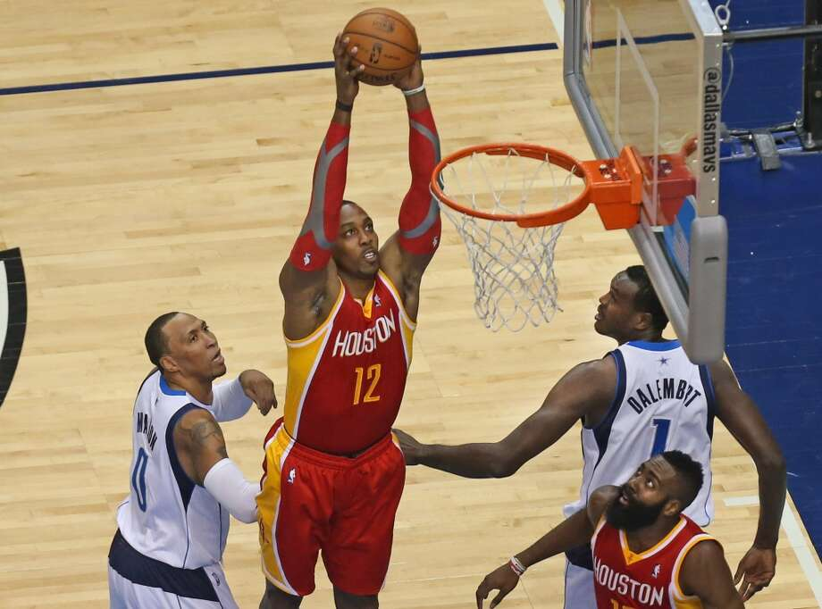 Nov. 20: Mavericks 123, Rockets 120   Dwight Howard (12) dunks over Shawn Marion (0) and Samuel Dalembert (1). Photo: Louis DeLuca, Staff Photographer