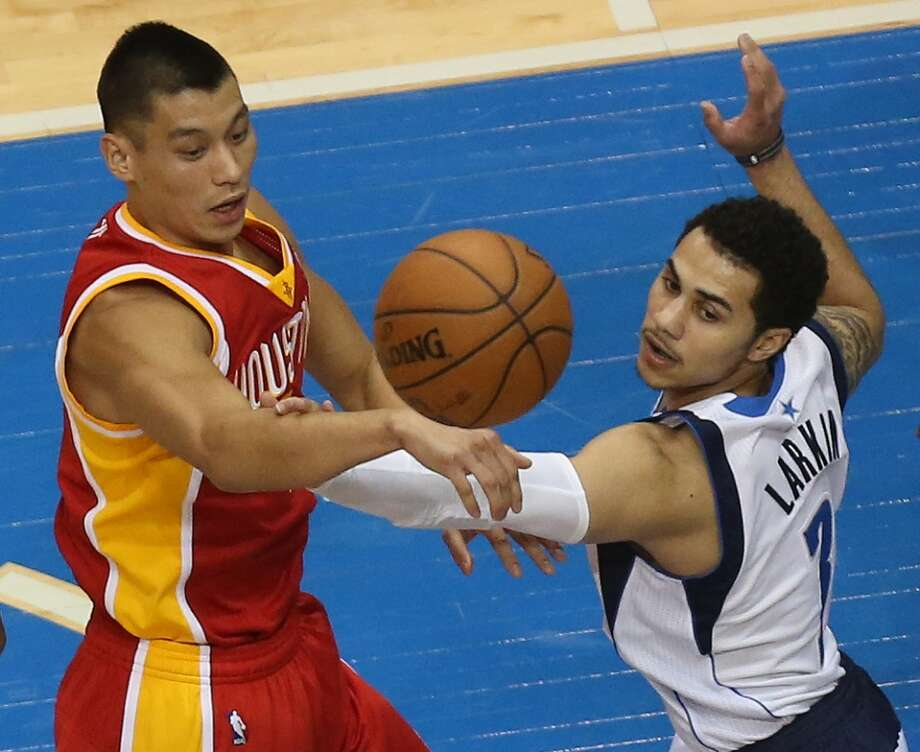 Shane Larkin (3) guards Jeremy Lin. Photo: Louis DeLuca, Staff Photographer