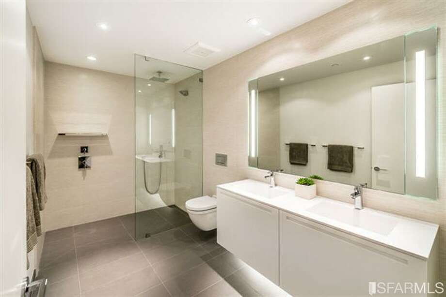 One of the 2.5 baths in each unit, all white on white.  Photos via MLS/Frank Nolan, Vanguard Properties
