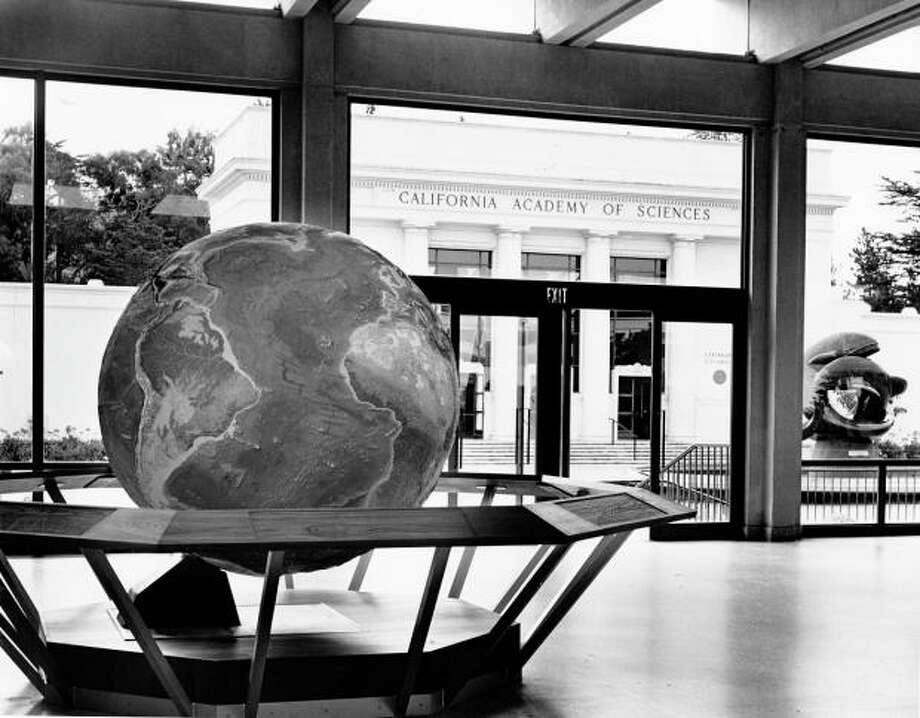 BONUS! Pretty sure this globe -- or one just like it -- is in the Academy today. They kept several other classics from the old place, including the Foucault Pendulum, the penguins exhibit, the railing from the alligator pit and some of the taxidermy animals. Photo: Chronicle Archives, Chronicle Archives / ONLINE_YES