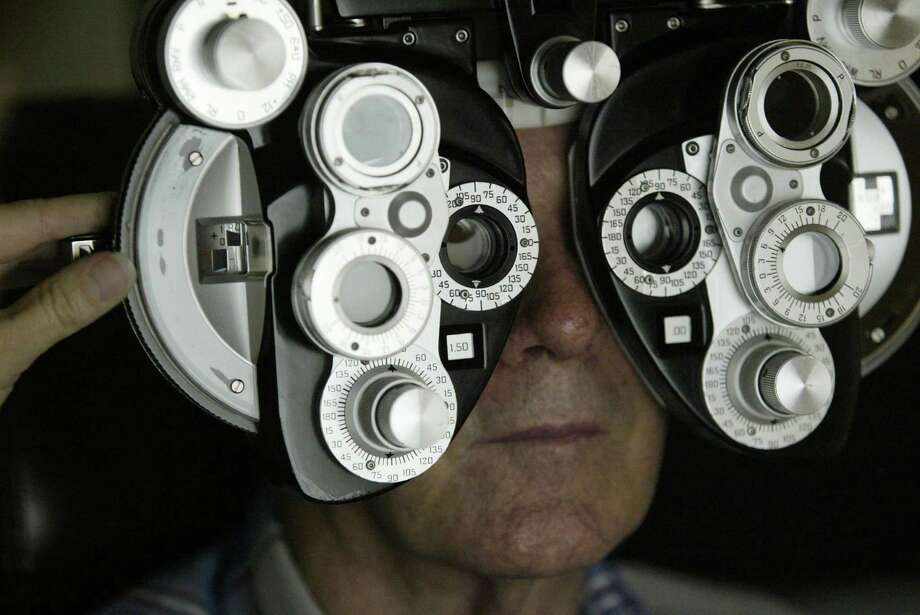 Krt lifestyle story slugged: med-eyetelescope krt photograph by kathleen wayt/detroit free press (september 22) wendell johnson, 71, of yorktown, indiana, has his eye examined at university of michigan's kellogg eye center, in ann arbor, michigan, in august, 2003. Johnson underwent surgery to place a mini telescope into an eye that had virtually lost central vision due to macular degeneration. (Nk) 2003 Photo: KATHLEEN WAYT, MBR / DETROIT FREE PRESS
