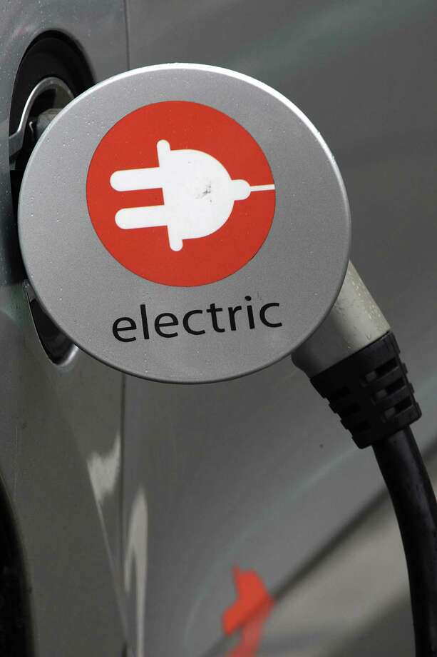A car uses a level 2 electric charger on Polk Street across from City Hall in San Francisco. Photo: Liz Hafalia / The Chronicle / ONLINE_YES