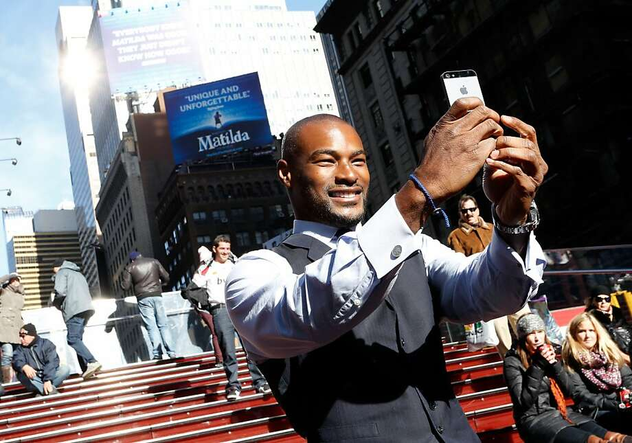 """Here I am looking amazing in Times Square (click), and here I am again looking amazing in Times Square (click):Model Tyson Beckford takes a selfie during the People Celebrates Iconic """"Sexiest Man Alive"""" Issue in New York City. Photo: Cindy Ord, Getty Images For People"""