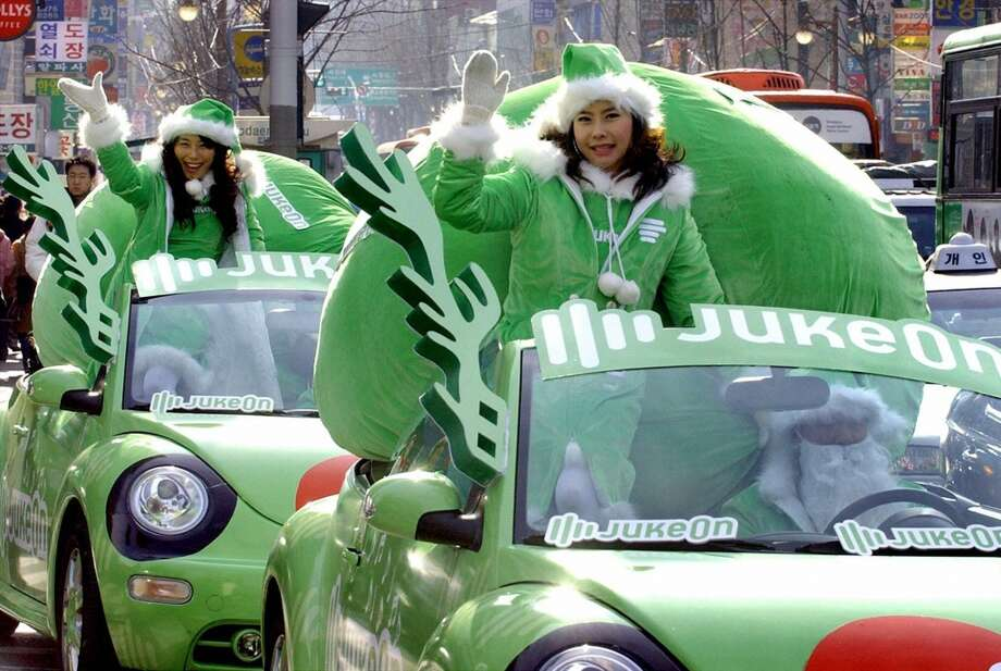 Seoul, South KoreaSanta decided to go green in this 2004 parade in Seoul. Photo: JUNG YEON-JE, AFP/Getty Images