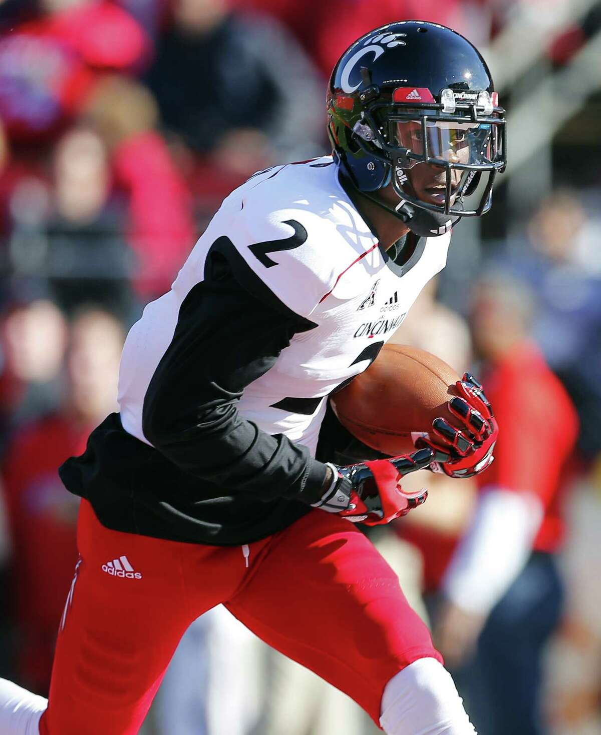 PISCATAWAY, NJ - NOVEMBER 16: Mekale McKay #2 of the Cincinnati Bearcats runs to to end zone for a touchdown during the first quarter against the Rutgers Scarlet Knights at High Point Solutions Stadium on November 16, 2013 in Piscataway, New Jersey. Cincinnati defeated Rutgers 52-17.