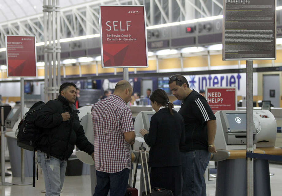 Travelers are poised to leave San Antonio International Airport. Texans' travel next Thanksgiving weekend is expected to be ever so slightly down compared to a year ago. Photo: John Davenport / San Antonio Express-News