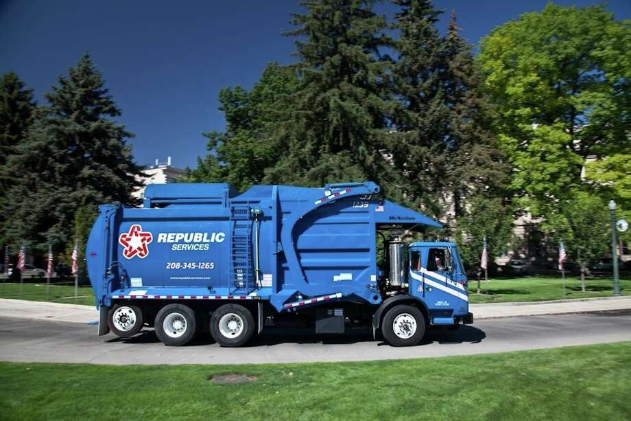 Republic Services has a fleet of more than 1,400 natural gas vehicles nationwide. The Phoenix-based company is adding 49 compressed natural gas trucks locally. / Kevin Cruff