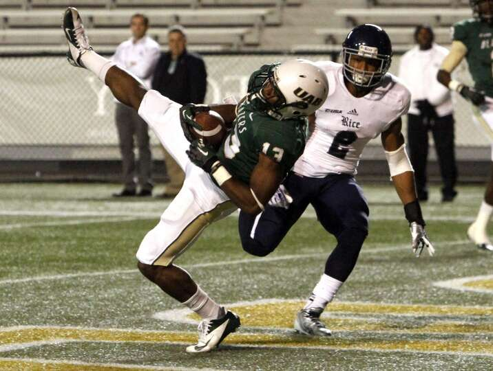 UAB wide receiver Darius Powell (13) catches a pass for a touchdown in front of Rice safety Malcolm