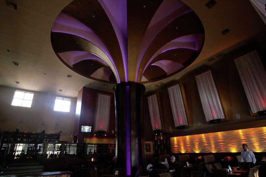 An 30-foot acacia tree is symbolized in the dining room of Peli Peli. Photo: Billy Smith II, Houston Chronicle / Houston Chronicle