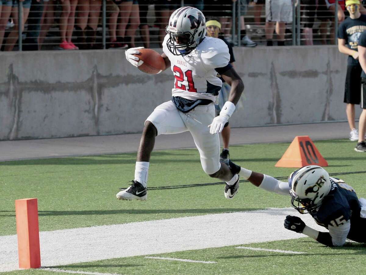 Manvel's Qyalan Clay (21) scores during a Class 5A Division II playoff game at the Berry Center last year.