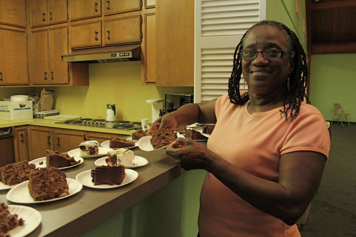 Linda Taylor, a member of Friendship Community Bible Church in Sugar Land, arranges slices of cake for families being helped by Family Promise.
