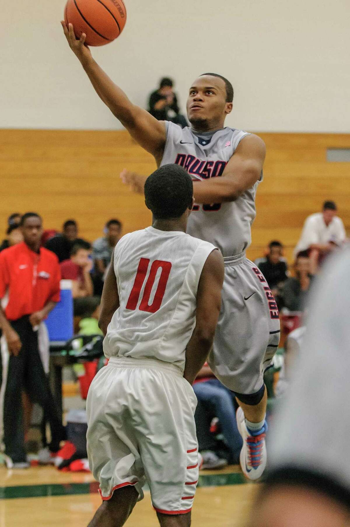 Dawson's Kameron Hypolite (23) moves to the basket against Bellaire.
