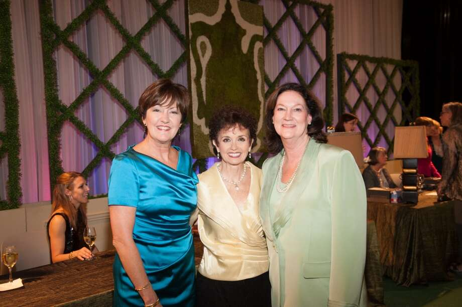 Theta Show Co-Chairs Liz Rigney (left) and Cynthia Adkins (right) with 2014 Theta Show Chair Lisa Schwartz Photo: Alexander Rogers