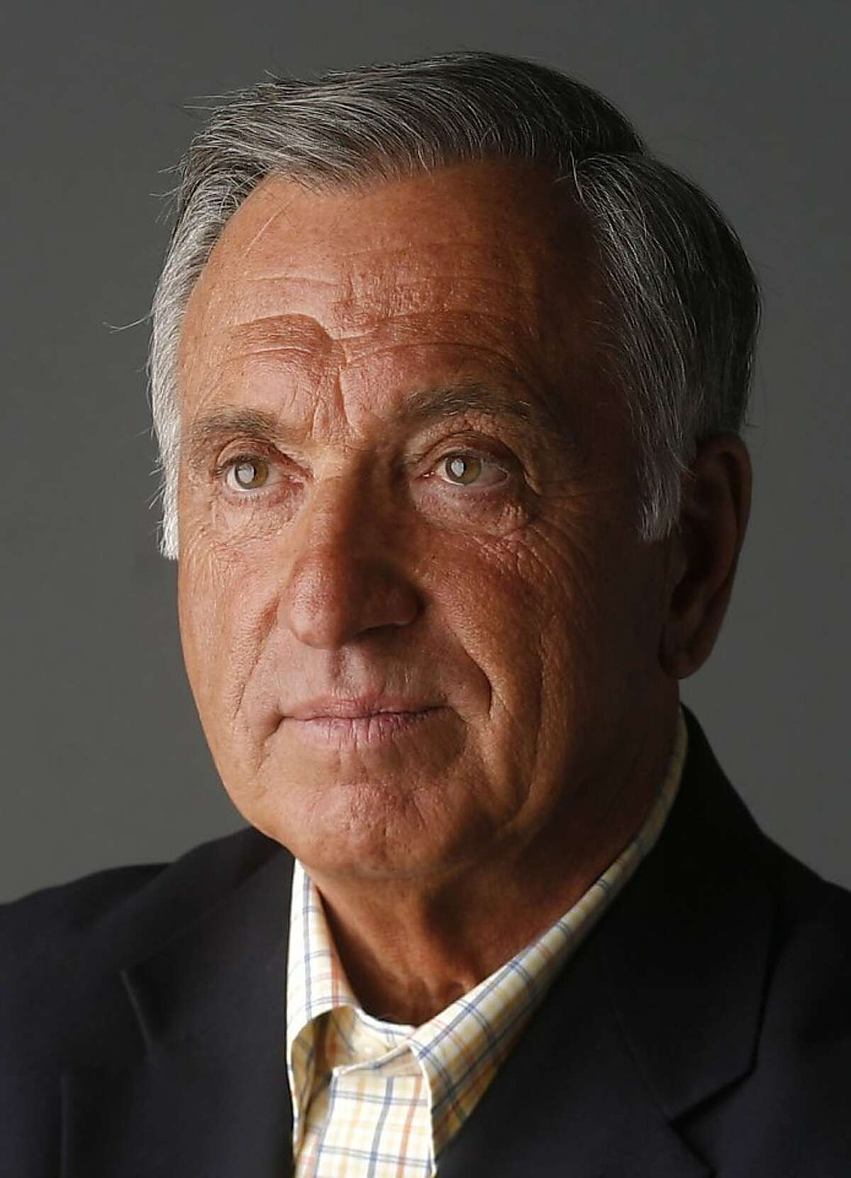 Former San Francisco Mayor Art Agnos is photographed in the Chronicle studio on 4/13/07.