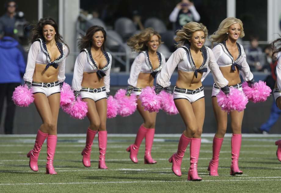 Sea Gals perform during the Titans game Oct. 13. Photo: Elaine Thompson, Associated Press