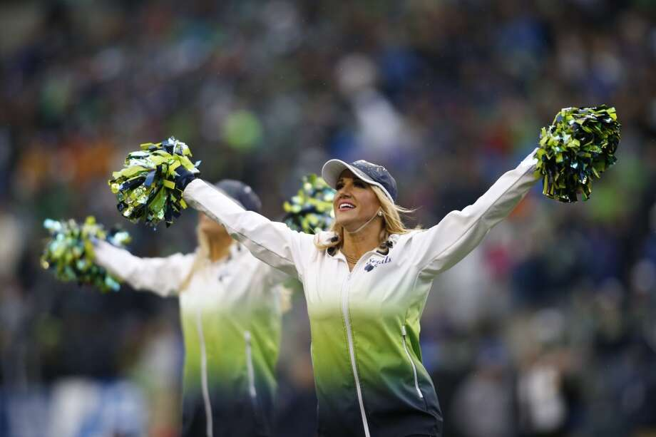 Sea Gals perform during the Vikings game Nov. 17. Photo: John Froschauer, Associated Press
