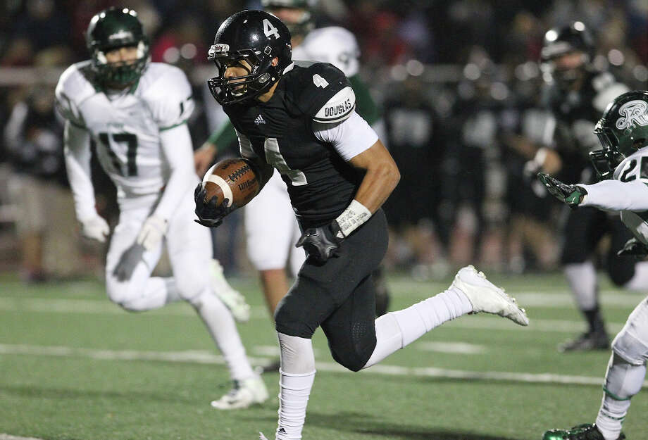 Steele's Justin Stockton (04) sprints to another touchdown against Reagan during their 5A playoff game at Comalander Stadium on Friday, Nov. 22, 2013. Photo: Kin Man Hui, Kin Man Hui/San Antonio Express-News / ©2013 San Antonio Express-News