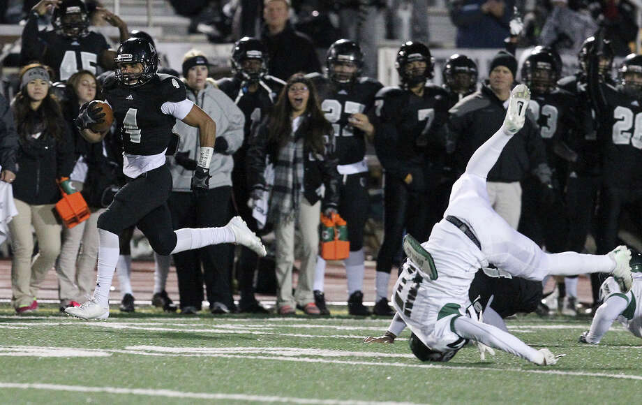 Steele's Justin Stockton (04) breaks away in the first possession of the game to score a touchdown against Reagan during their 5A playoff game at Comalander Stadium on Friday, Nov. 22, 2013. Photo: Kin Man Hui, Kin Man Hui/San Antonio Express-News / ©2013 San Antonio Express-News