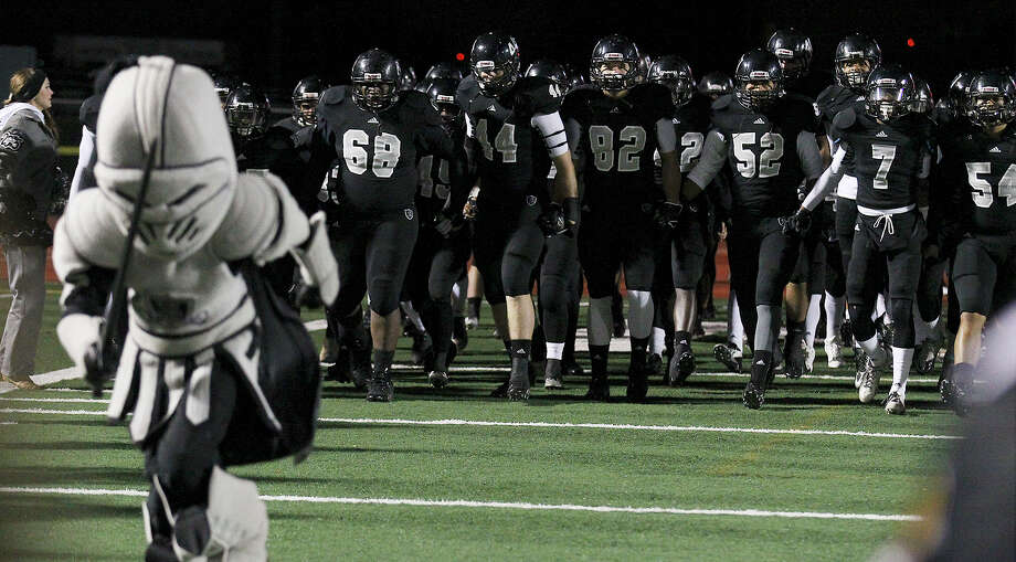 The Steele Knights take the field for their playoff game against Reagan at Comalander Stadium on Friday, Nov. 22, 2013. Photo: Kin Man Hui, San Antonio Express-News / ©2013 San Antonio Express-News