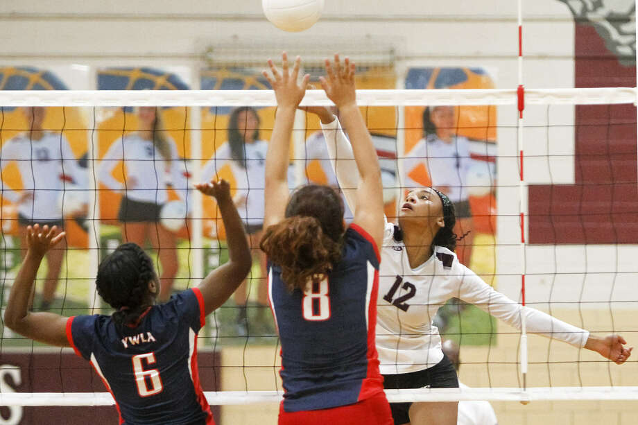 Highlands' Jazmine Jackson, right, gets a shot past WYLA's Clarissa Casto and Thristian Lewis during their match at the Highlands gym in this game last September. Photo: Marvin Pfeiffer / Southside Reporter
