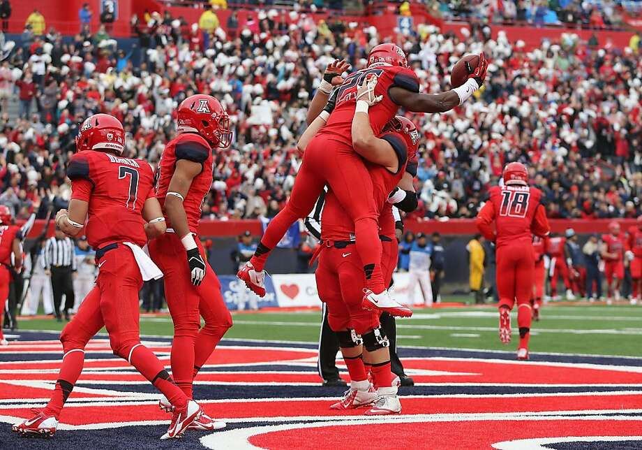 Arizona running back Ka'Deem Carey celebrates with teammates after scoring the first of his four touchdowns against Oregon. Photo: Christian Petersen, Getty Images